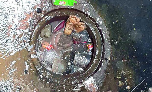 Body of man found in open manhole gandhi hospital