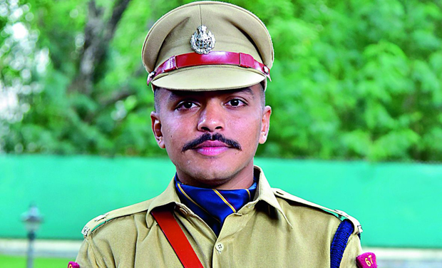 Bollywood Actress Dating Ips Officer