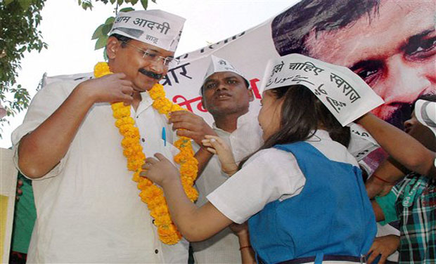 Aam Aadmi Party convener Arvind Kejriwal with school children during an election campaign in Varanasi. (Photo: AP)