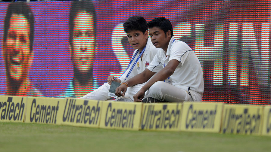Arjun Tendulkar Bowling To Raina