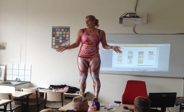school teacher strips to teach students about the human body, Muscles