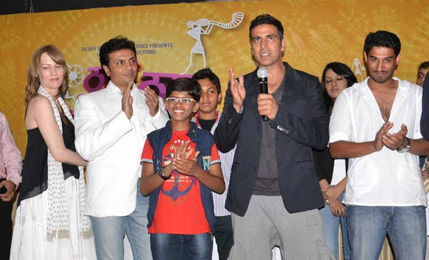 The 46-year-old sported a casual attire at the event. Seen here: Akshay with the cast and crew of the film.
