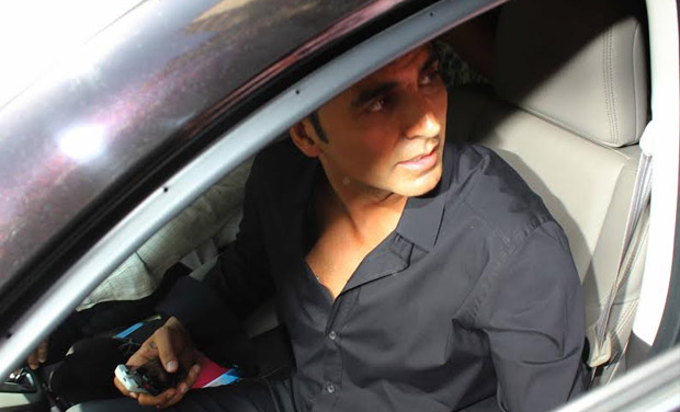 Akshay is snapped while zooming off in his car.