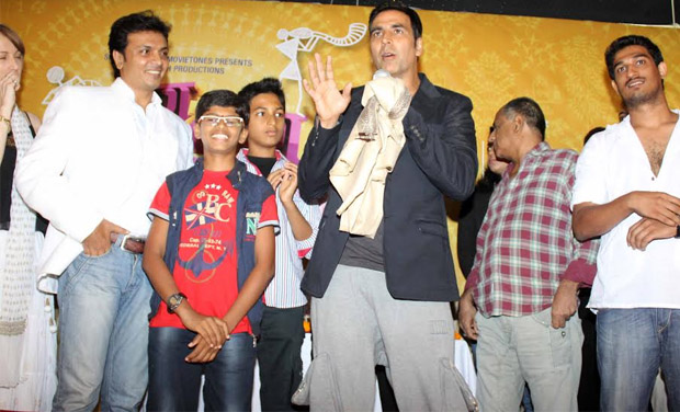 After the muhurat launch, Akshay was honoured with a bouquet and a shawl.