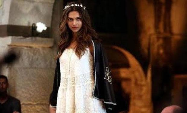 First look: Deepika Padukone's angelic avatar in 'Tamasha'