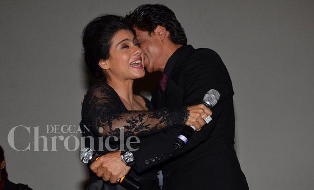 Shah Rukh Khan and Kajol celebrate 1000 weeks of DDLJ at ...