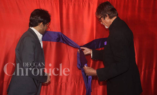 Big B had the honours to untie the ribbon at the curtain raiser, while KRK looked on.