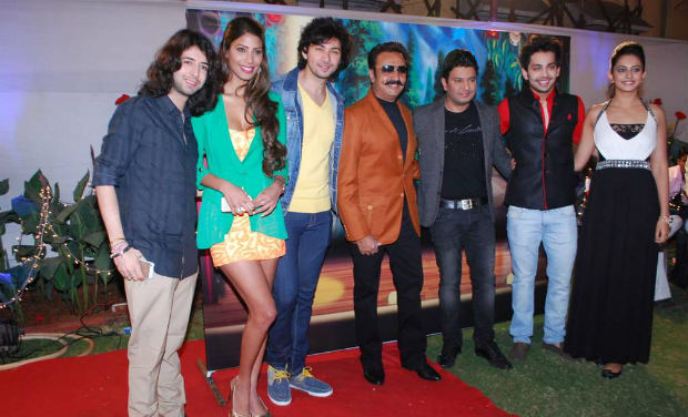 Gulshan Grover with the star casts of the movie, 'Yaariyan', during the movie's success bash.