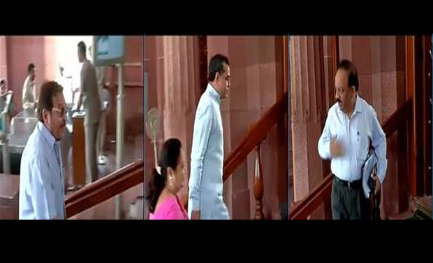Vinod Khanna, Paresh Rawal and Dr.Harshvardhan arrive for BJP's parliamentary party meet (Photo: ANI Twitter)