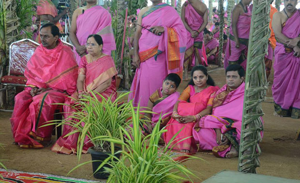Thousands of people from city and other parts of Telangana participated in the first day of the five-day Ayutha Maha Chandi Yagam conducted by Chief Minister K. Chandrasekhar Rao at his Erravalli farm in Jadevpur mandal of Medak. (Photo: Facebook)
