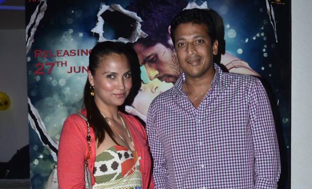 ritiesh deshmukh catches up ek villain with family