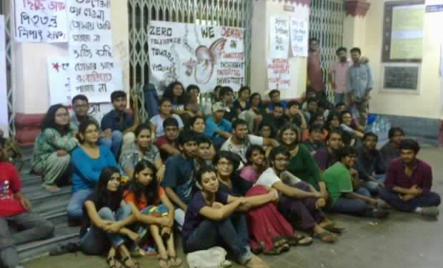 Students of Jadavpur University sitting in protest. (Photo: DC)
