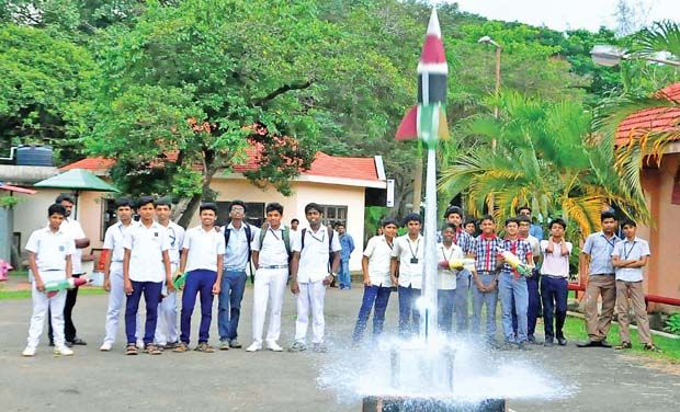 how to build a water rocket launch pad